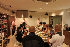 食事をいただきながら、安達瑞樹副会長の進行のもと、参加者に感想や要望をうかがいました。